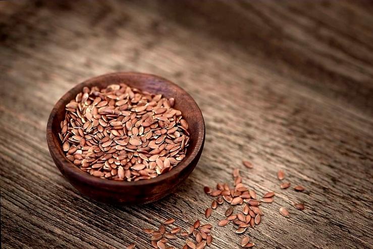 Flax seeds for eye health