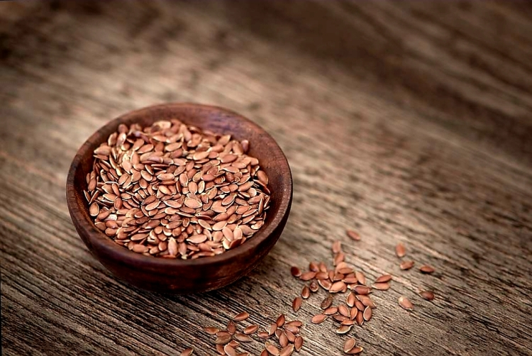 Flax seeds for eye health